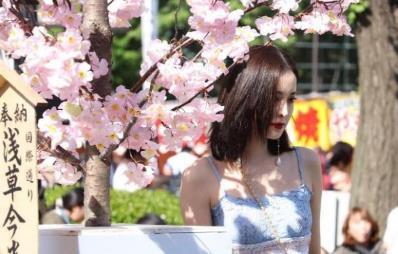 网友日本偶遇古力娜扎,生图曝光,网友:肤白貌美